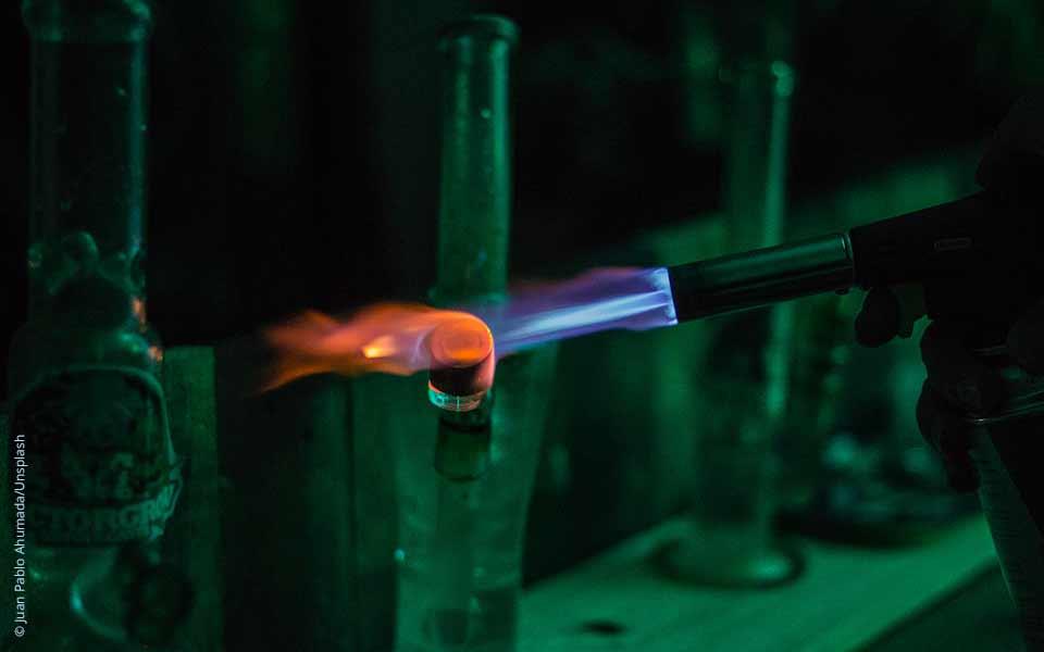 Die Brennprobe: Untersuchung der Brennbarkeit verschiedener Kunststoffe